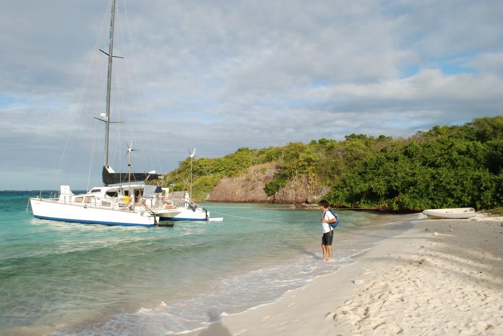 Rückwärts an den Strand in den Tobago Cays