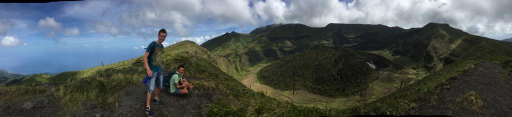 Auf 1220m sieht man die Landschaft im Krater